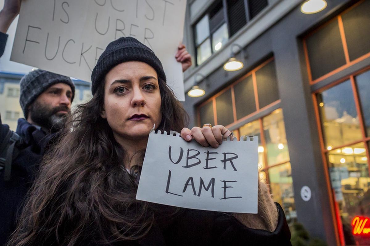 Protest przeciwko udziałowi CEO Ubera w spotkaniu Rady Gospodarczej Donalda Trumpa