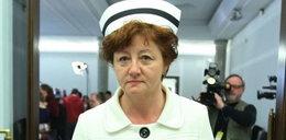 Szefowa pielęgniarek fartucha nie tyka