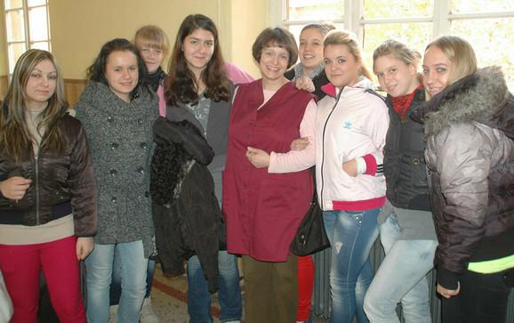 Hajnalka Buš sa učenicima Hemijsko-tehnološke škole