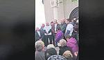 """""""NE DAMO OCA SAŠU"""" Širi se protest zbog smene sveštenika u Kragujevcu"""