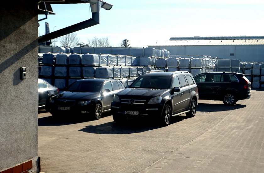 Luksusowe samochody kierownictwa Drutexu