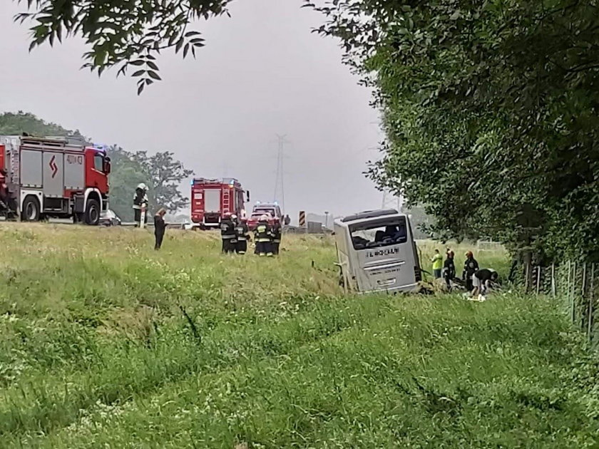 Autokar przewrócił się na A4. Są ranni