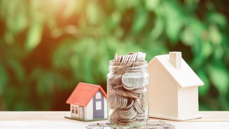 podatek nieruchomość dom pieniądze fot. shutterstock