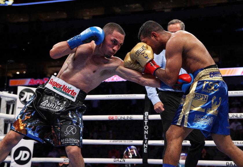 """Aż 2529 ciosów to rekord w historii wagi supermuszej (do 52,163 kg).  Meksykanin Juan Francisco Estrada (31 l., z lewej) i Nikaraguańczyk Roman """"Chocolatito"""" Gonzalez (34 l.) nie oszczędzali się w ringu"""
