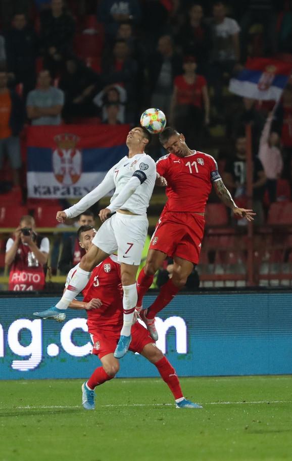 Kolarov u duelu sa Kristijanom Ronaldom