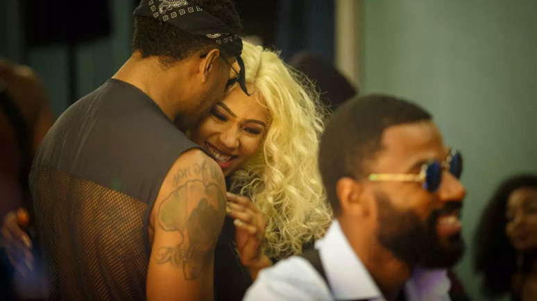 Ike and Mercy enjoy an intimate time during the second Saturday night party. [AfricaMagic/Big Brother Naija]