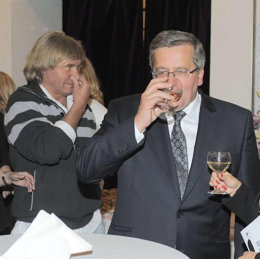 Tak prezydent wznosi toast! Za...