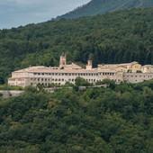 """CENTAR TRAMPOVSKE IDEOLOGIJE U EVROPI Stiv Benon će od 800 godina starog manastira u Italiji napraviti """"GLADIJATORSKU ŠKOLU"""" ZA POPULISTE"""
