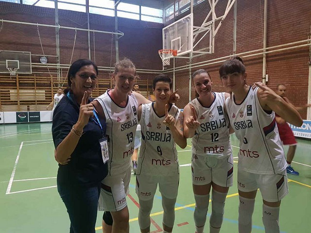 Olivera Krivkopić Dragićević sa našim basketašicama