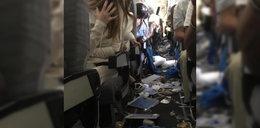Groza w samolocie! Zdewastowany pokład i ranni pasażerowie