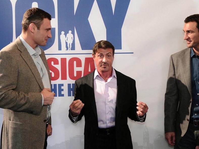 """Bracia Kliczko i Sylvester Stallone robią """"Rocky'ego"""" po niemiecku"""