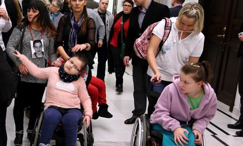 Rodzice dzieci niepełnosprawnych okupują Sejm