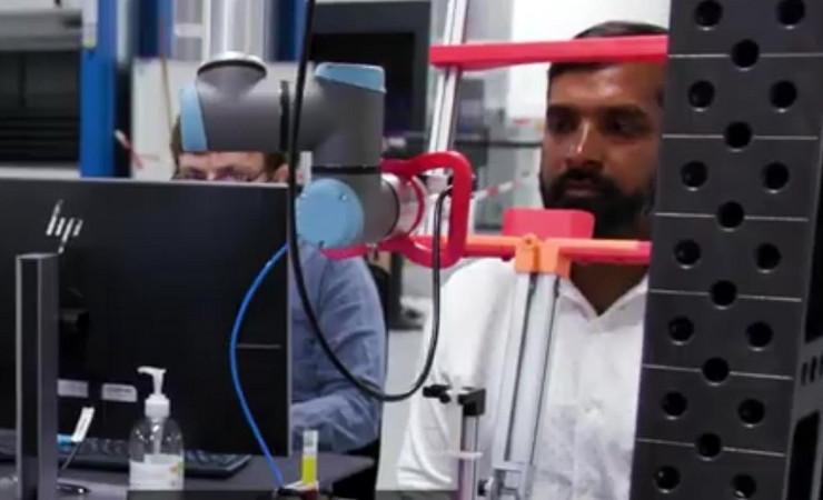 Robot, Danska, uzima briseve za testiranje na korona virus