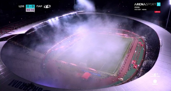 Dim usled bakljade na stadionu