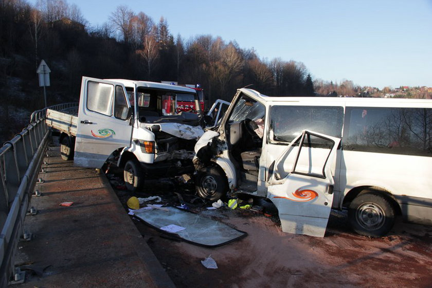 Żywiec. Zderzenie dwóch samochodów na ul. Krakowskiej