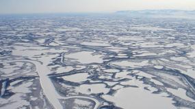 Latem rzeka, zimą droga