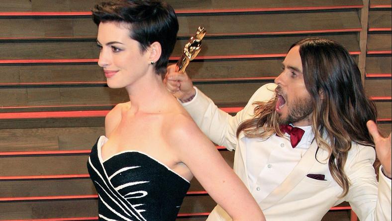 "Anne Hathaway i Jared Leto na oscarowym przyjęciu ""Vanity Fair"""