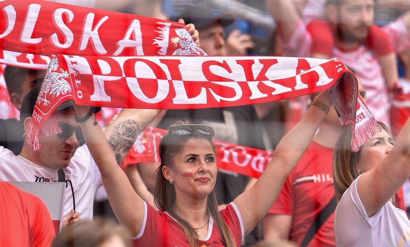 Piękne panie i takie same emocje na stadionie w Poznaniu