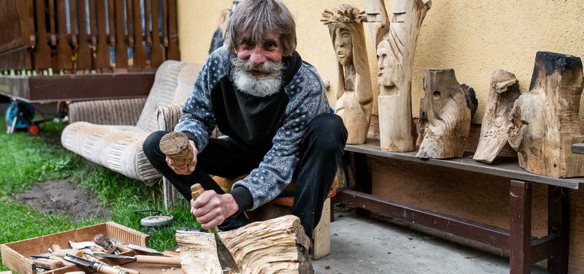 Oto rzeźbiarz o wielkim talencie. Z drewna wyczaruje wszystko