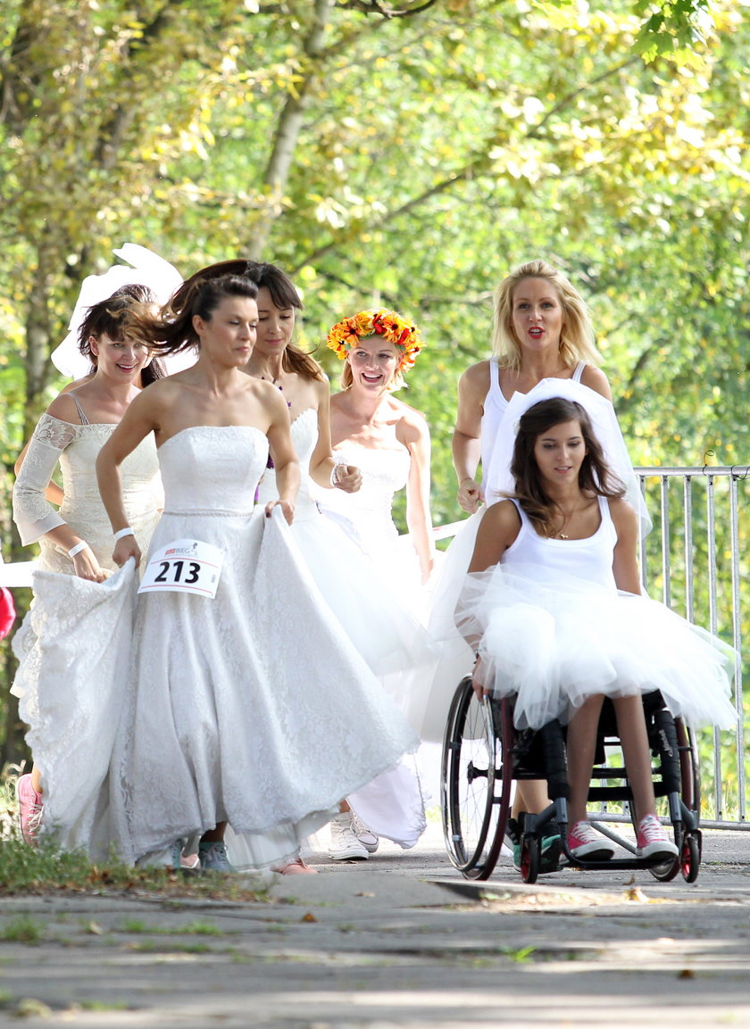 Bieg w sukniach ślubnych