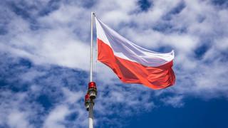 Koniec z napisami na państwowych flagach