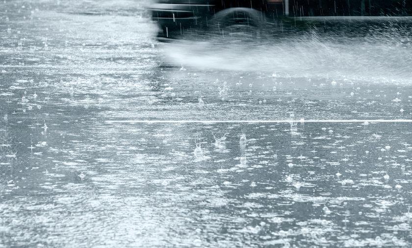 IMGW ostrzega przed intensywnym deszczem w ośmiu województwach.