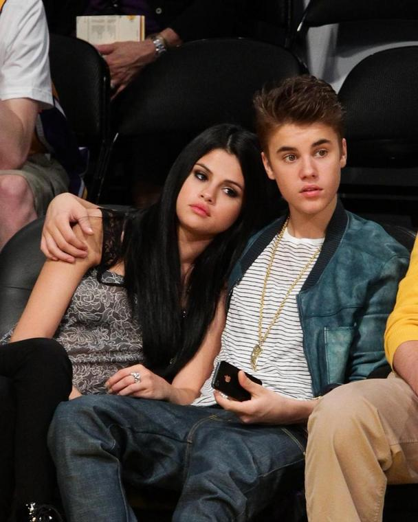 Throw back to when Selena Gomez (left) and Justin Bieber were still dating