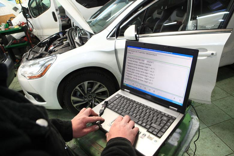 W sterownikach samochodów są zapisywane szczegółowe informacje dotyczące sposobu ich użytkowania. Producenci coraz częściej mogą odczytywać je również zdalnie!