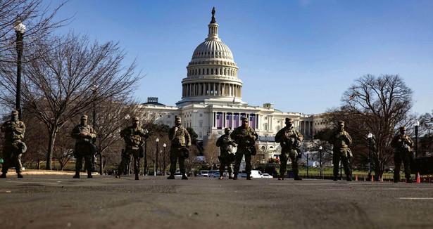 Po ubiegłotygodniowych zamieszkach budynek Kapitolu ochrania Gwardia Narodowa. 13 stycznia 2021 r.