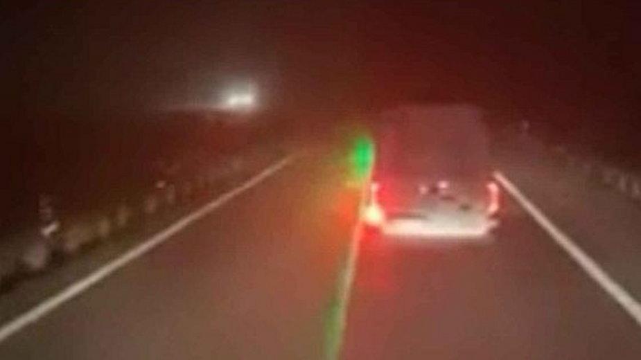 Laser oślepiający kierowcę. Fot. Twitter