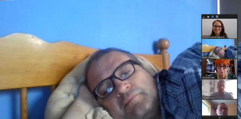 Radny PiS leżał w łóżku podczas posiedzenia. Został ukarany