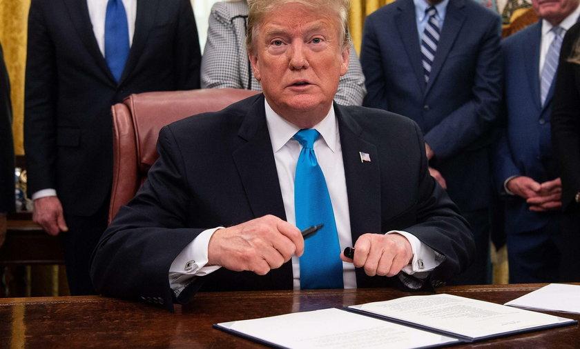 Trump wyrzuci z USA tysiące Polaków!?