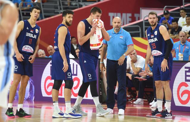 Naši košarkaši tokom meča sa Argentinom