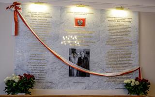 W MON odsłonięto tablicę upamiętniającą ofiary katastrofy smoleńskiej
