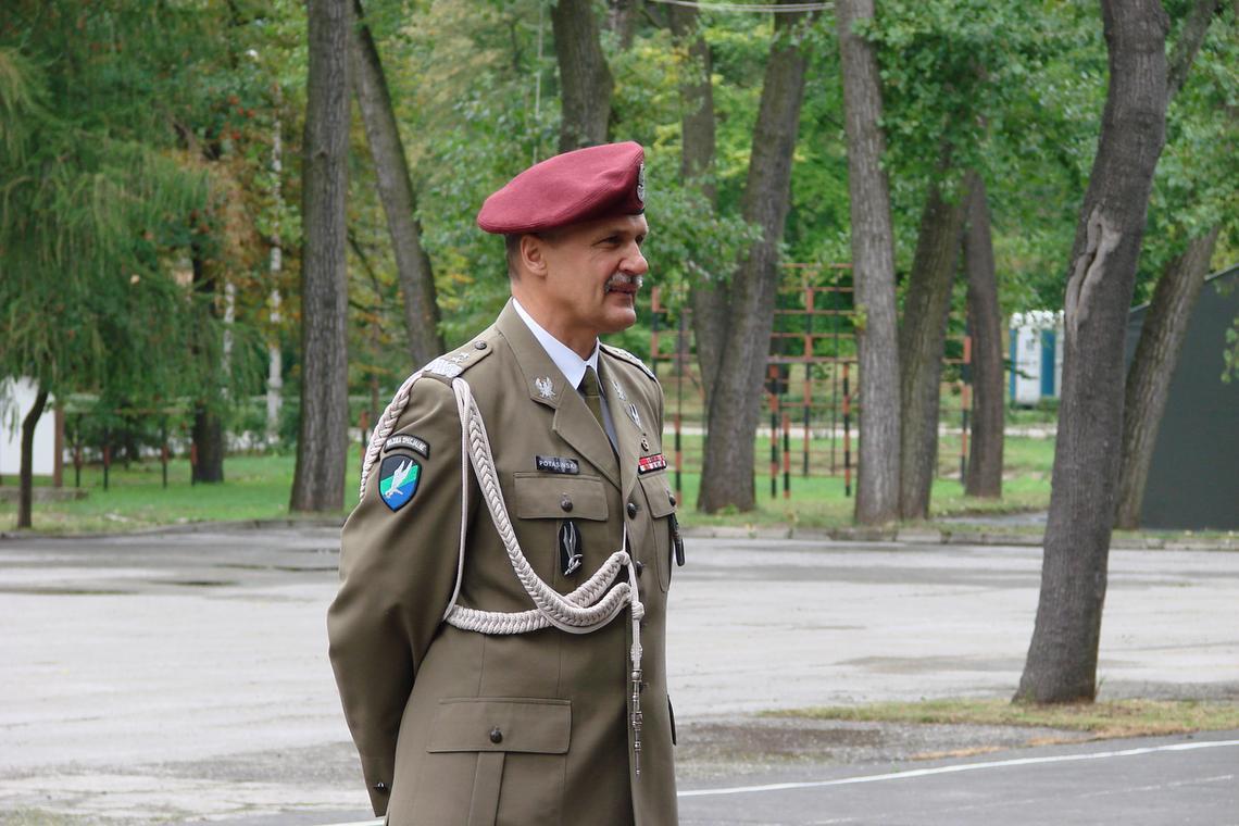 Twórca Nila gen. Potasiński na terenie jednostki przy ul. Tynieckiej w Krakowie. Rok 2009