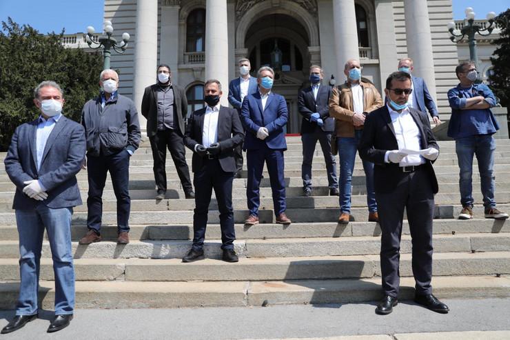 Opozicija ispred Narodne skupštine