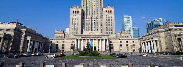Marzena K. - była urzędniczka ministerstwa sprawiedliwości, podejrzana o zatajenie w oświadczeniach majątkowych nieruchomości uzyskanych w ramach reprywatyzacji - wytoczyła w sumie cztery procesy władzom Warszawy.