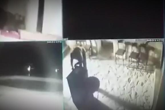 SKANDALOZAN SNIMAK IZ CRNE GORE Ušao u manastir Svete Trojice, poljubio ikonu, pa POKRAO NOVAC (VIDEO)