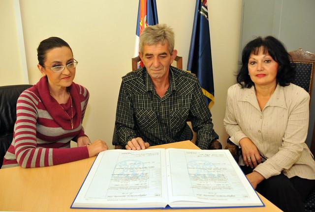 Helmina Pejović, Miloje Zečević i Ljiljana Grujić-matičari u niškoj opštini