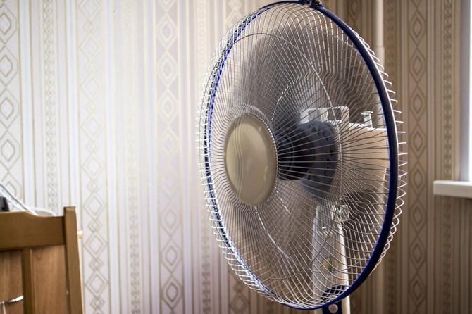 Večeras uperite ventilator U OVU TAČKU i spavaćete kao beba