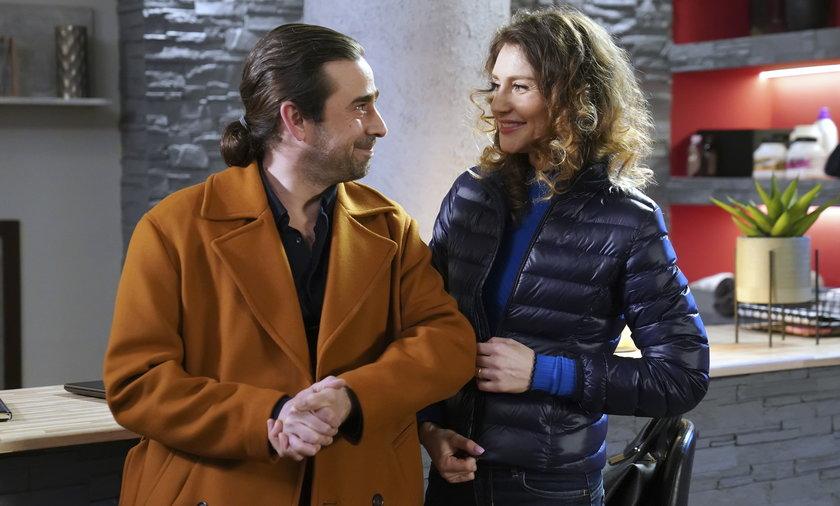 Vincenzo zaprosi Lidkę na spacer.