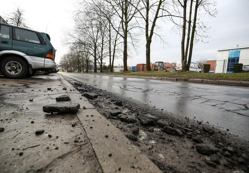 Zniszczona ulica Weissa w Krakowie