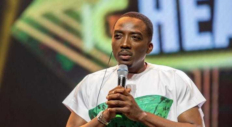 Comedian Bovi pays tribute to the #EndSars movement at the 14th Headies and Twitter loves it