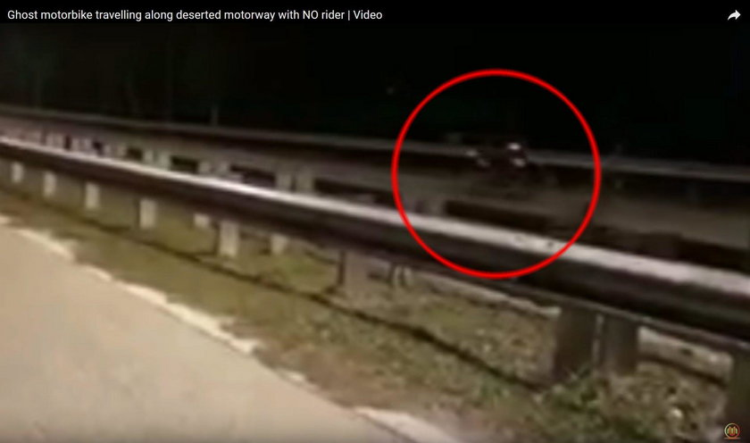 Duch widoczny na nagraniu? Motocykl widmo na Malezyjskiej drodze