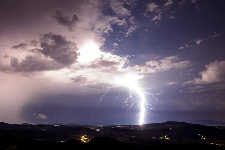 Nevreme grom oluja