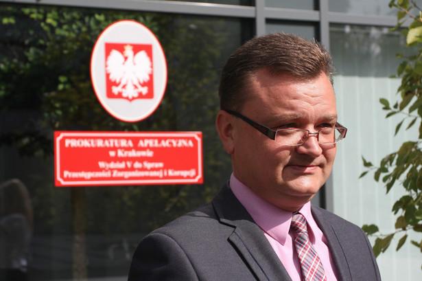 Piotr Kosmaty z krakowskiej Prokuratury Apelacyjnej zapowiadał, że śledczy zrobią wszystko, by zatrzymany adwokat nie został zwolniony