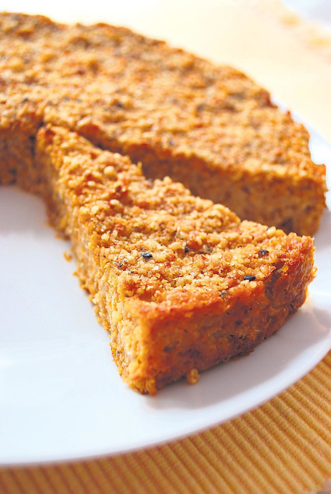 35643_torta-od-prosa-sa-bundevom-i-lukom-stock-photo-homemade-millet-pie-mixed-with-pumpkin-and-onion-in-white-dish-120196174