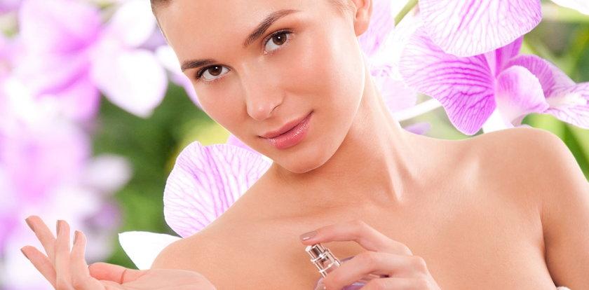 Jakie perfumy na lato? Co wybrać i jak psikać, by cieszyć się zapachem na dłużej?