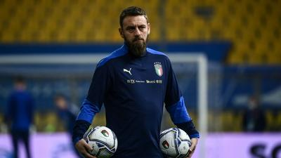 De Rossi hospitalised with Covid after outbreak in Italy squad