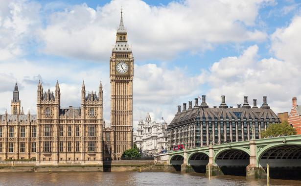 Według informacji gazety listopadowy szczyt miałby posłużyć do sfinalizowania prowadzonych równolegle do rozmów w sprawie wyjścia z UE negocjacji dotyczących treści deklaracji politycznej o przyszłej współpracy Wspólnoty z Wielką Brytanią.